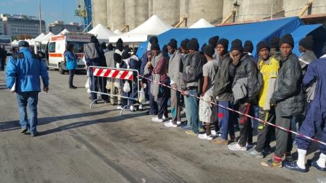 Sbarco-migranti-porto-Palermo-4